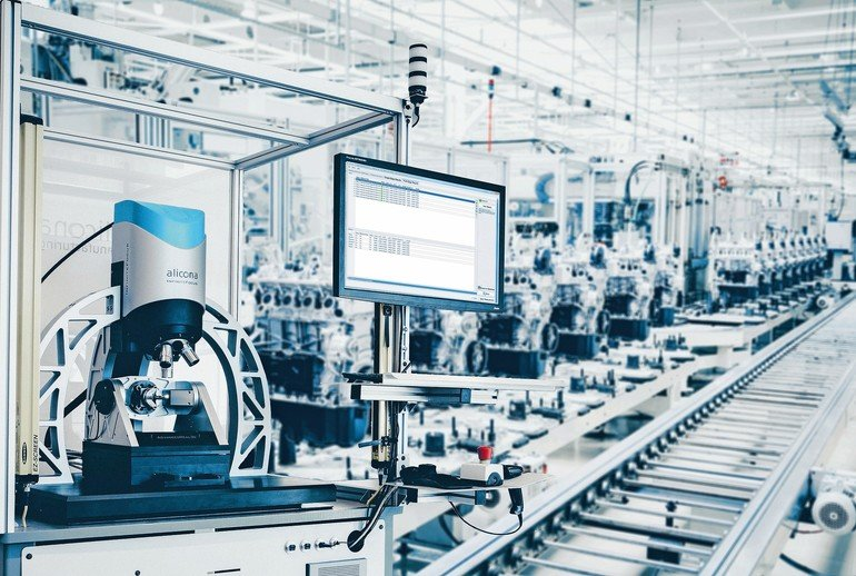 Production_line_for_manufactoring_of_the_engines_in_the_car_factory.