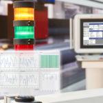 Signalleuchte_auf_einer_Verarbeitungsmaschine_Warning_light_on_a_processing_machine