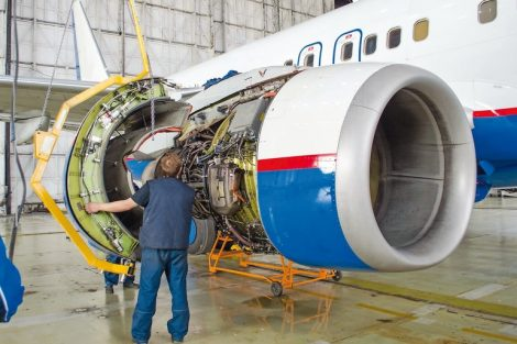 Replacing_the_engine_on_the_plane,_working_people_tap._Concept_maintenance_of_aircraft