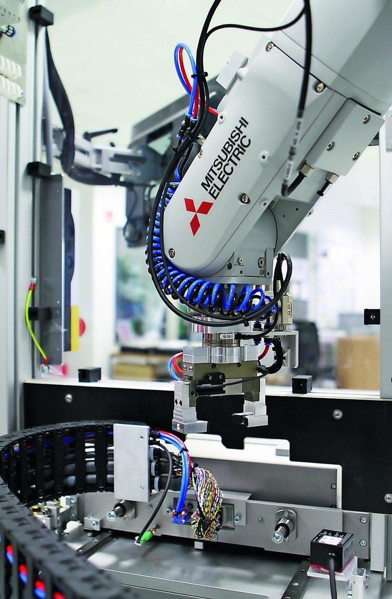 Haptische, elektrische und optische End-of-Line-Tests Kfz-Schalter ...