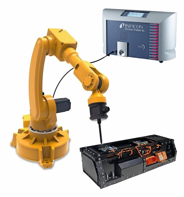 Robot_sniffing_battery_pack_with_Protec_P3000XL.jpg